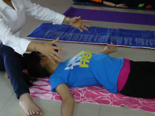 Sifu Connie treating patient with spinal problem
